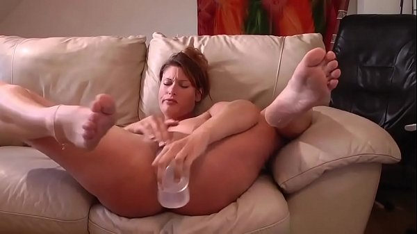 Huge dildo, Squirts